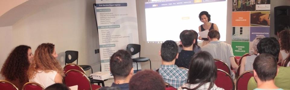 workshop-job-search-prague-helen-presenting